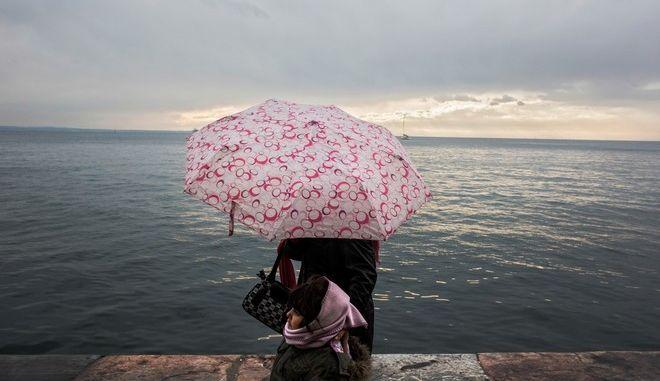 Sunday seafront stroll in Thessaloniki./      .