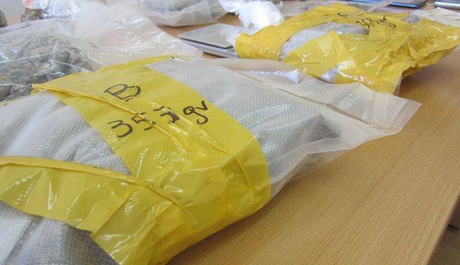 Σωφρονιστικός διακινούσε μεγάλες ποσότητες ναρκωτικών και κινητών τηλεφώνων στις Φυλακές Πατρών