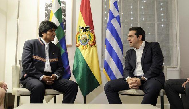 Στιγμιότυπο από τη συνάντηση του ΑλέξηΤσίπρα με με τον Εβο Μοράλες