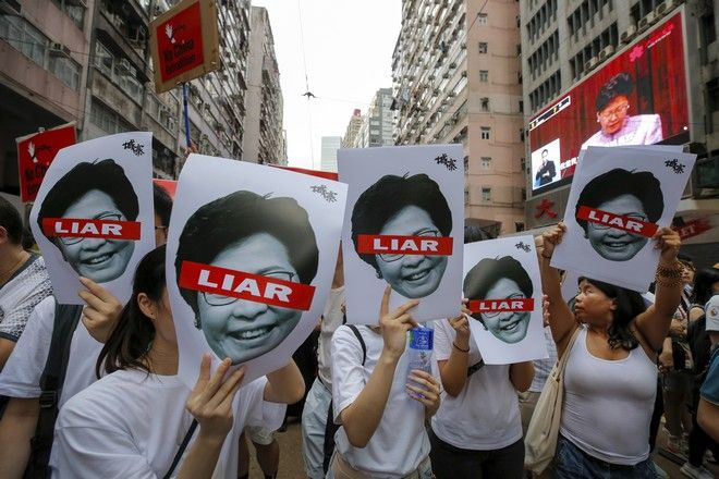 Στις 9 Ιουνίου 2019, περίπου ένα εκατομμύριο άνθρωποι διαδήλωναν στο κέντρο του Χονγκ Κονγκ ενάντια σε μια νομοθεσία που διευκόλυνε την έκδοση κακοποιών προς την ηπειρωτική Κίνα.