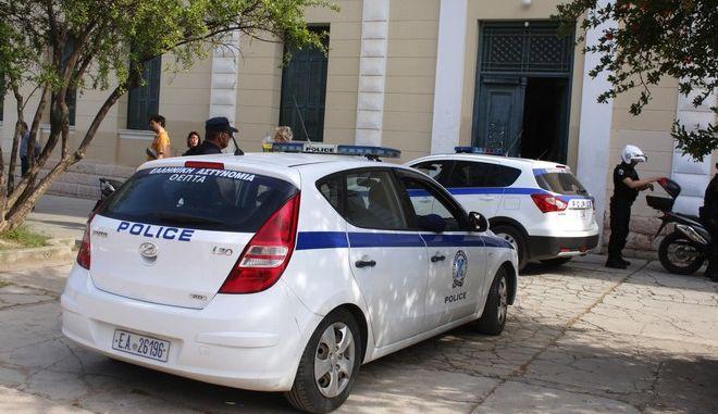 Βγήκαν τα μαχαίρια σε παρέα ανήλικων στην Πάτρα