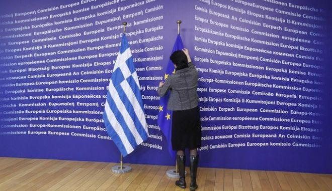 Bloomberg: Μήνυση στην ΕΚΤ για τα ελληνικά swaps