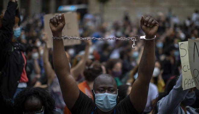 Αντιρατσιστική διαμαρτυρία στη Βαρκελώνη