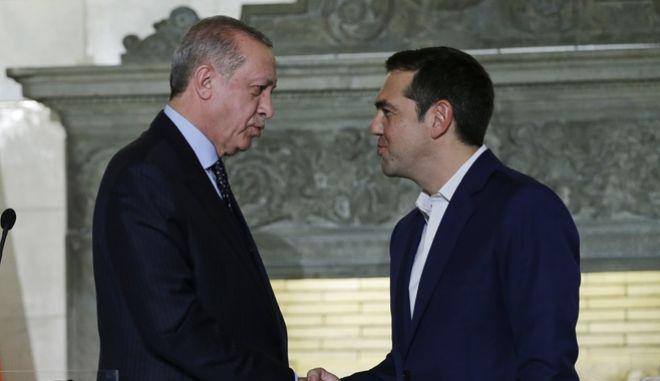 Φωτό Αρχείου: Αλέξης Τσίπρας και Ταγίπ Ερντογάν κατά την επίσκεψη του τούρκου Προέδρου στην Αθήνα
