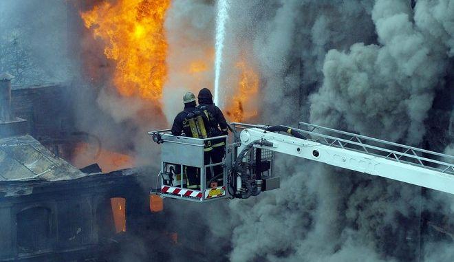Πυροσβέστες επιχειρούν σε φωτιά στη Στοκχόλμη - Φωτογραφία αρχείου