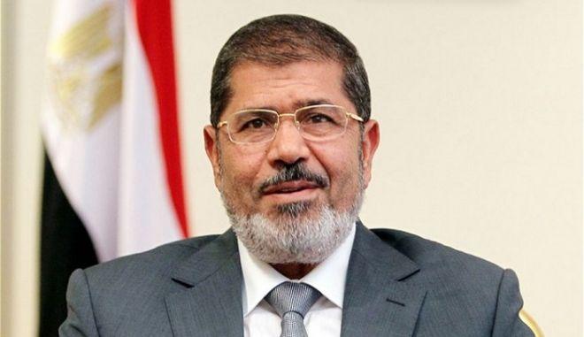 Ο Μόρσι θα δικαστεί και επειδή δραπέτευσε από τη φυλακή το 2011