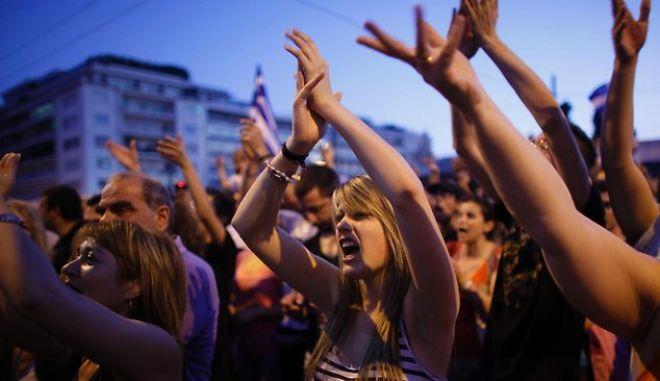 "Guardian: ""Πώς μπορεί να φύγει η Ελλάδα από την Ευρωζώνη σε πέντε δύσκολα βήματα"""
