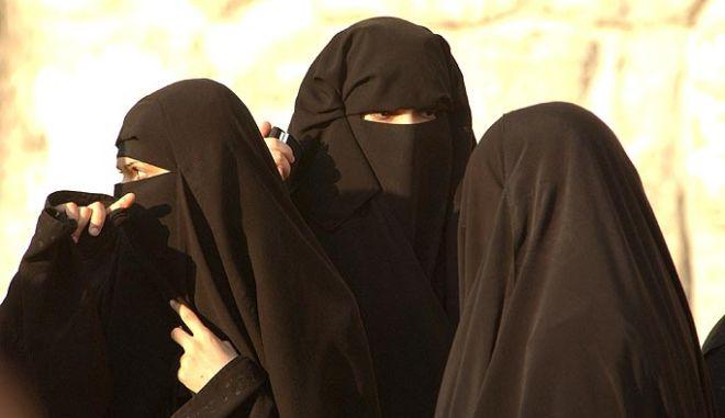 Για πρώτη φορά γυναίκες εκλέχθηκαν στα τοπικά συμβούλια της Σαουδικής Αραβίας