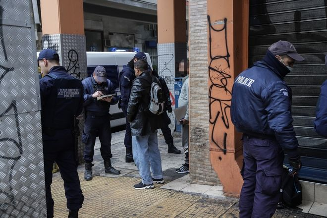 Αστυνομική επιχείρηση στην οδό Μενάνδρου, στο κέντρο της Αθήνας