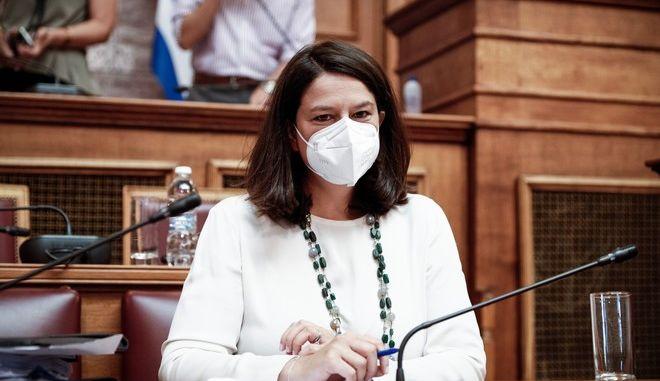 Η Νίκη Κεραμέως στη Βουλή