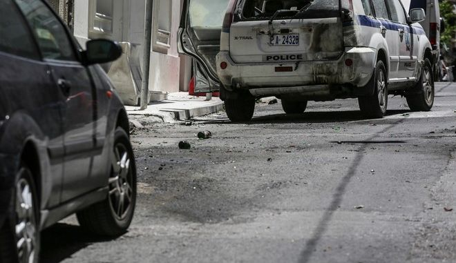 Attack with petrol bombs, at the house of PM Alekos Flabouraris, in Athens, on July 29, 2017 /        ,  ,  29 , 2017