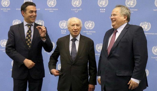 Ο Μάθιου Νίμιτς με τους ΥΠΕΞ Ελλάδας και Σκοπίων