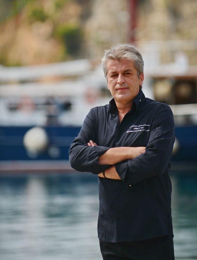 Ο Σεφ Κώστας Σαρρής επέλεξε φέτος να βρεθεί στην Αλόννησο και στο Skipper's Restaurant