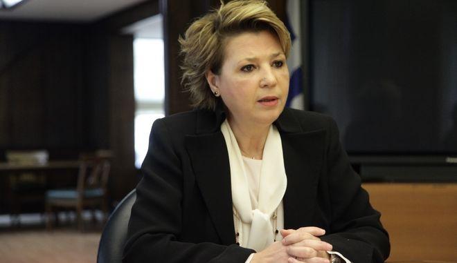 Συνάντηση της υπουργού Διοικητικής Ανασυγκρότησης, Όλγας Γεροβασίλη και της αναπληρώτριας υπουργού Εργασίας και Κοινωνικής Αλληλεγγύης, Θεανώς Φωτίου,  με εκπροσώπους των εργαζομένων στα ΚΕΠ ενόψει της έναρξης της διαδικασίας υποβολής αιτήσεων για το Κοινωνικό Εισόδημα Αλληλεγγύης, την Τρίτη 31 Ιανουαρίου 2017. Οι υπάλληλοι των ΚΕΠ γνωστοποίησαν ότι δεν θα εξυπηρετούν τους αιτούντες για το Κοινωνικό Εισόδημα Αλληλεγγύης, από την 1η Φεβρουαρίου, οπότε αρχίζει η υποβολή των σχετικών αιτήσεων, επικαλούμενοι αδυναμία, λόγω μη εκπαίδευσής τους στην υποβολή των αιτήσεων. (EUROKINISSI/ΓΙΑΝΝΗΣ ΠΑΝΑΓΟΠΟΥΛΟΣ)