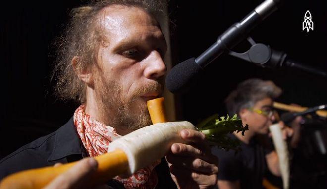 """""""Βίγκαν"""" ορχήστρα συνθέτει μουσική χρησιμοποιώντας μόνο λαχανικά"""