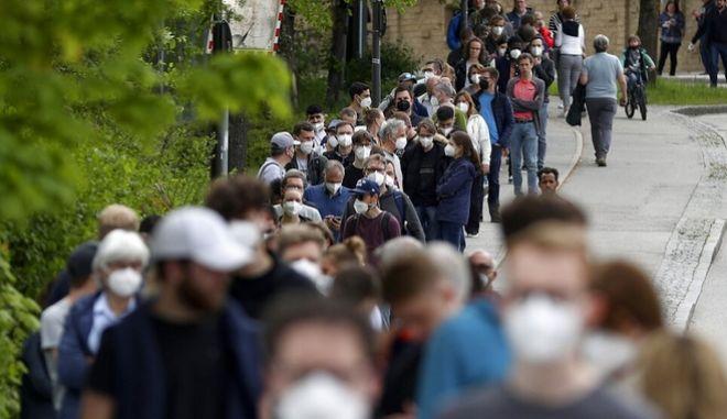 Γερμανός ιολόγος: Νέοι περιορισμοί το φθινόπωρο αν δεν αυξηθούν οι εμβολιασμοί