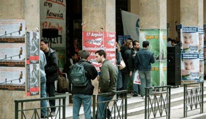 Για άλλη μια φορά θύματα οι φοιτητές. Και με τη βούλα χάθηκε το 6μηνο στη Νομική Αθηνών