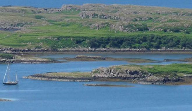 Κάτοικοι αγόρασαν το νησί που μένουν για να μην πέσει σε χέρια ξένων μεγιστάνων