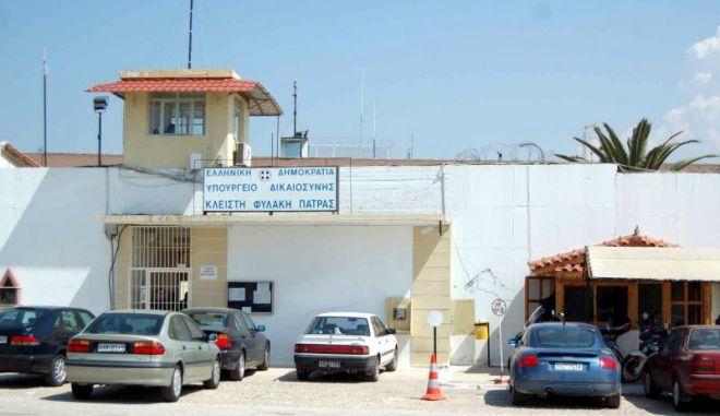 Σε αργία σωφρονιστικός των φυλακών Πάτρας