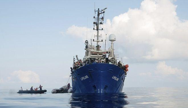 Νέα εμπλοκή με πλοία που μεταφέρουν μετανάστες