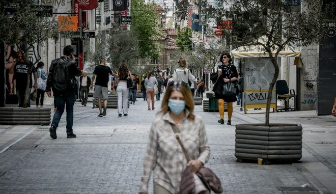 Στιγμιότυπα από την οδό Ερμού στο κέντρο της Αθήνας
