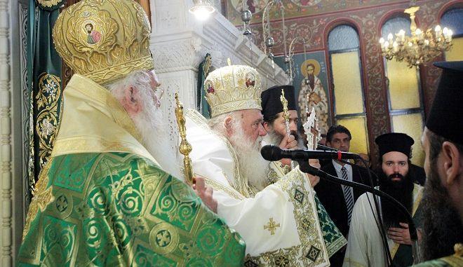 Ο Αρχιεπισκοπος Ιερωνυμος χοροστατησε σημερα στην Πανηγυρικη Θεια Λειτουργια για την εορτη του Σταυρου