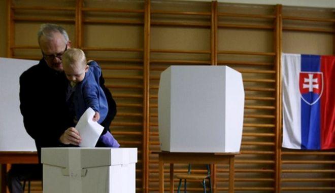 Τι δείχνουν τα πρώτα exit polls στη Σλοβακία