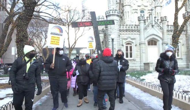 Στιγμιότυπο από την πορεία εναντίον των όπλων στο Σικάγο
