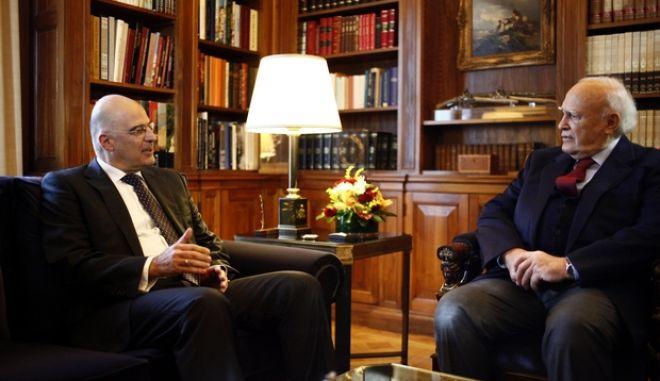 ΑΘΗΝΑ-Ο πρόεδρος της Δημοκρατίας Κ. Παπούλιας, δέχθηκε τον υπουργό Δημόσιας Τάξης και Προστασίας του Πολίτη, Νίκο Δένδια.(EUROKINISSI-ΓΙΩΡΓΟΣ ΚΟΝΤΑΡΙΝΗΣ)