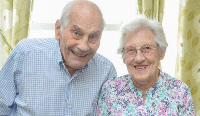Βρετανία: Αυτοί είναι οι γηραιότεροι νεόνυμφοι στον κόσμο