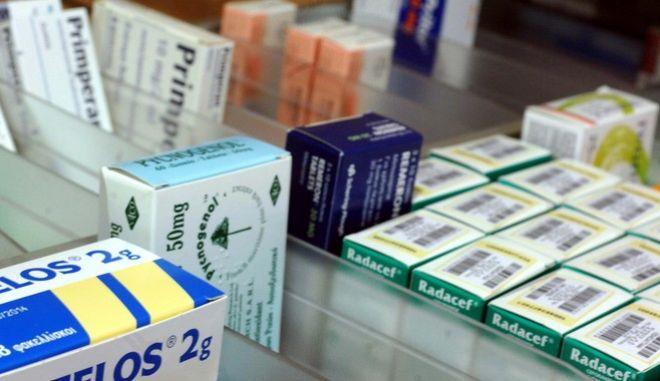 Φάρμακα σε συρτάρι φαρμακείου.