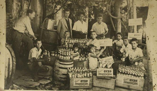 Μπαμπατζίμ: Η ιστορία του ούζου της προσφυγιάς - Τι σημαίνει το όνομά του