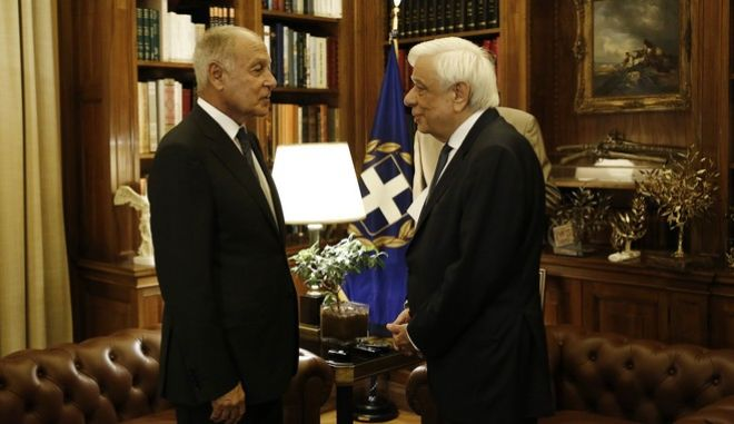 Ο Πρόεδρος της Δημοκρατίας Προκόπης Παυλόπουλος υποδέχεται τον Γενικό Γραμματέα του Αραβικού Συνδέσμου Ahmed Aboul Gheit στο Προεδρικό Μέγαρο, στο περιθώριο της 4ης Ευρω-Αραβικής Συνόδου