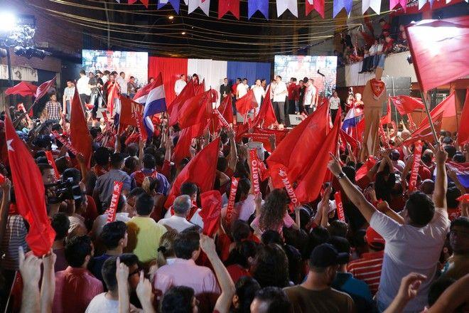 Εκλογική νίκη του Μάριο Άμπντο Μπενίτες