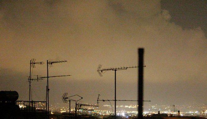 Σε υψηλά επίπεδα και απόψε η αιθαλομίχλη πάνω από τον ουρανό της Αθήνας,Πέμπτη 26 Δεκεμβρίου 2013