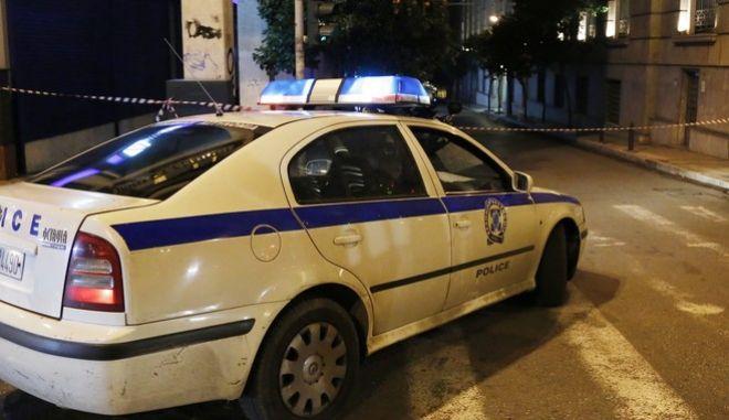 ΑΘΗΝΑ-Ύποπτο αυτοκίνητο δίπλα στην Τράπεζα της Ελλάδος.(Eurokinissi-ΣΤΕΛΙΟΣ ΜΙΣΙΝΑΣ)