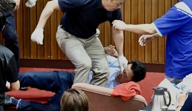 Σε ρινγκ μετετράπη το κοινοβούλιο της Ταϊβάν