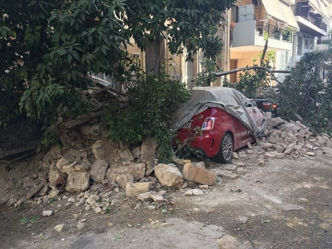 Κατέρρευσε κτήριο στον Πειραιά