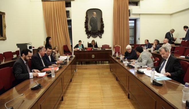 ΑΘΗΝΑ-ΒΟΥΛΗ-Η Ειδική Μόνιμη Επιτροπή Θεσμών και Διαφάνειας συνεδριάζει με θέμα ημερήσιας διάταξης: Ακρόαση από τα μέλη της Επιτροπής, κατά τα άρθρα 43Α του Κανονισμού της Βουλής και 9 του ν.4173/2013, όπως ισχύει μετά την τροποποίησή του από το ν.4324/2015, του προτεινομένου, κ. Βασιλείου Κωστόπουλου, από τον Υπουργό Ψηφιακής Πολιτικής, Τηλεπικοινωνιών και Ενημέρωσης, κ. Νικόλαο Παππά, για διορισμό στη θέση του Διευθύνοντος Συμβούλου της Ελληνικής Ραδιοφωνίας Τηλεόρασης Ανώνυμης Εταιρείας (Ε.Ρ.Τ. Α.Ε.) και διατύπωση γνώμης της Επιτροπής.(EUROKINISSI)