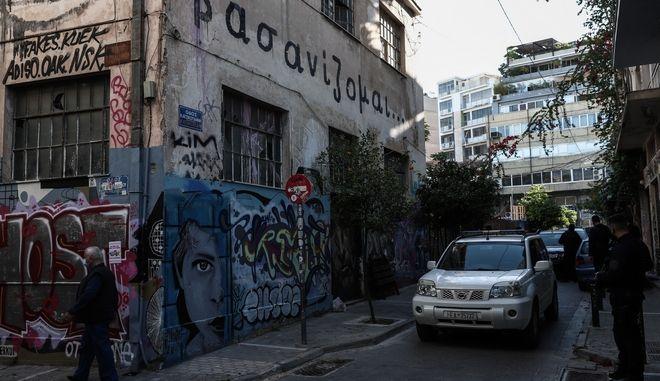 """Επιχείρηση εκκένωσης κατάληψης στο θέατρο """"Εμπρός"""""""