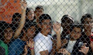 Πρόσφυγες στο κέντρο υποδοχής και ταυτοποίησης της Λέσβου