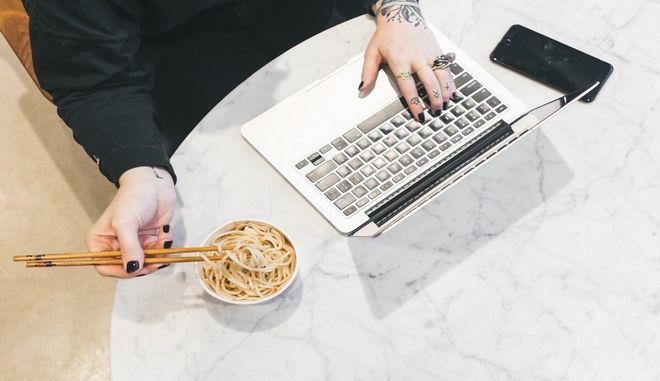 Γιατί το multitasking είναι πολύ κακή ιδέα, σύμφωνα με έναν νευρολόγο