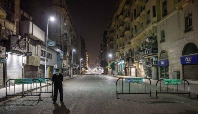 Άδειοι δρόμοι στο Κάιρο