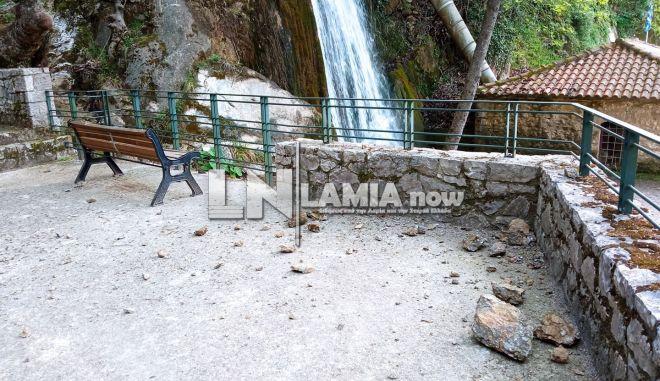 Υπάτη: Από θαύμα δεν θρηνήσαμε ζωές - Μεγάλοι βράχοι έπεσαν δίπλα στον καταρράκτη