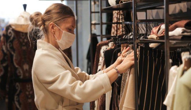 Lockdown: Το άνοιγμα του λιανεμπορίου με click in shop εισηγείται η Επιτροπή Εμπειρογνωμόνων
