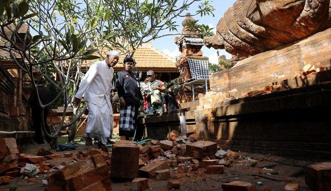 Σεισμός στην Ινδονησία: Στους 30 οι νεκροί