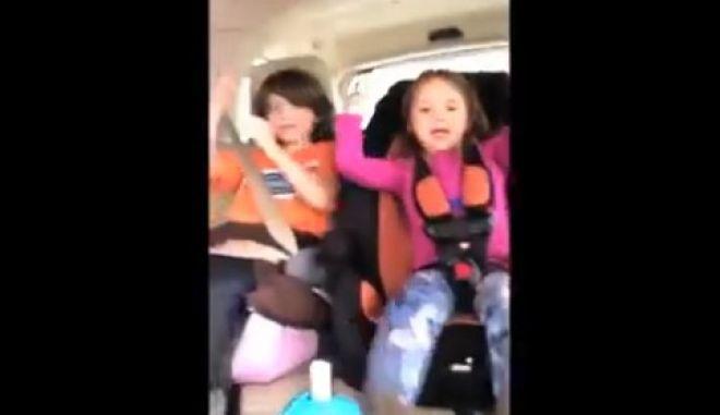 Βίντεο: Μητέρα καταγράφει τα παιδιά της, πριν... τρακάρει
