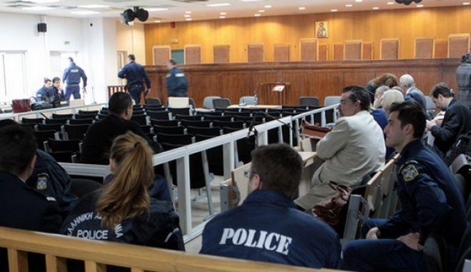 Η αίθουσα στις γυναικείες φυλακές του Κορυδαλλού όπου πρόκειται  το τριμελές Εφετείο Κακουργημάτων να δικάσει την ηγεσία, στελέχη και μέλη της Χρυσής Αυγής και να αποδώσει Δικαιοσύνη για βίαιες αιματηρές πράξεις, που καταλογίζονται στους κατηγορούμενους., Δευτέρα 20μ Απριλίου 2015.