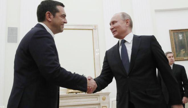 Ο Βλάντιμιρ Πούτιν υποδέχεται τον Αλέξη Τσίπρα στο Κρεμλίνο