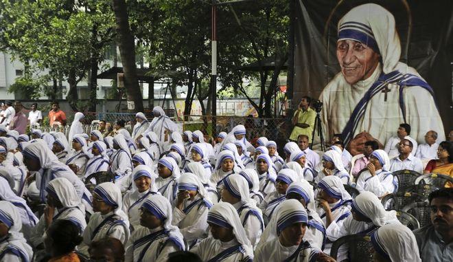 """Φιλανθρωπικό ίδρυμα της """"Μητέρα Τερέζα"""" στην Τζαρκάρντ της Ινδίας, έκλεισε μετά από καταγγελίες που έγιναν στις αρχές για εμπορία βρεφών"""